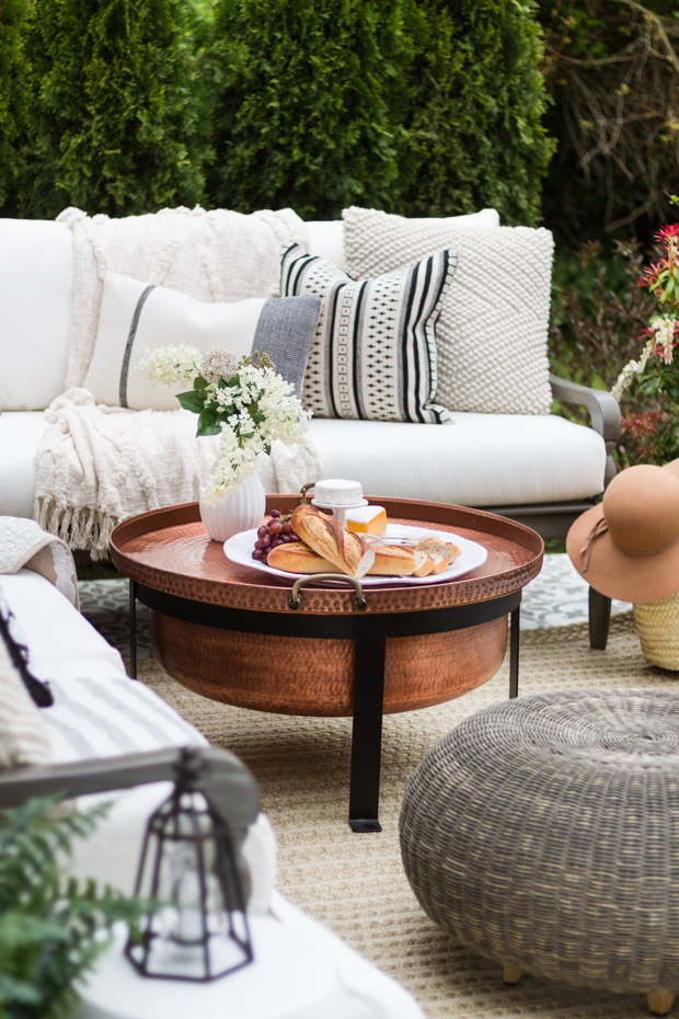 Get Inspired: 10 Beautiful Outdoor Spaces You'll Love /// Roundup By Design Fixation #patio #porch #backyard